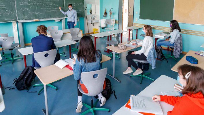 Школьники возвращаются в школы