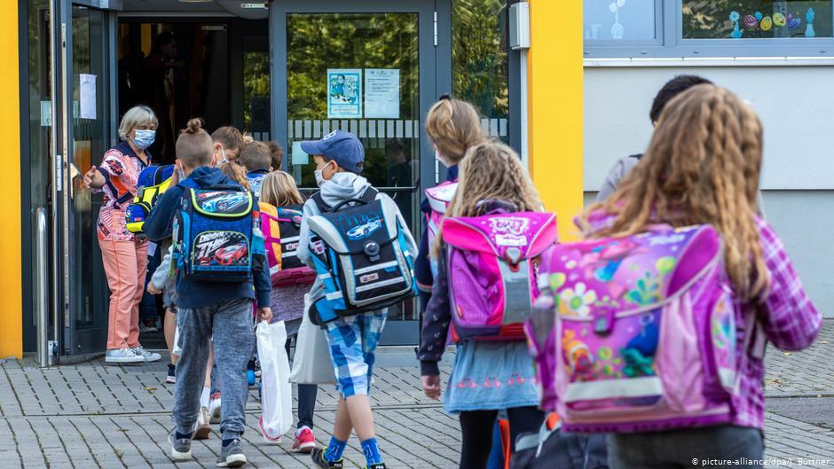 Германия — Школы должны открыться, но необходимо соблюдать правила.