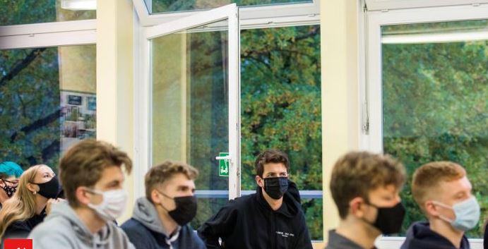 Берлинские школы с новыми требованиями к Covid.