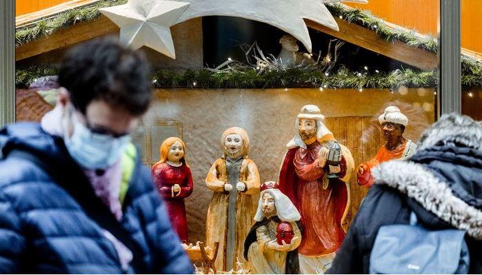 Какое количество людей разрешат на рождественские праздники в Германии.