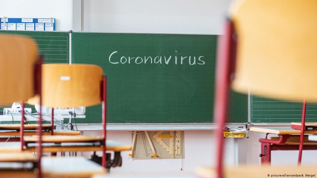 Ограничения для школ и детских садов остаются