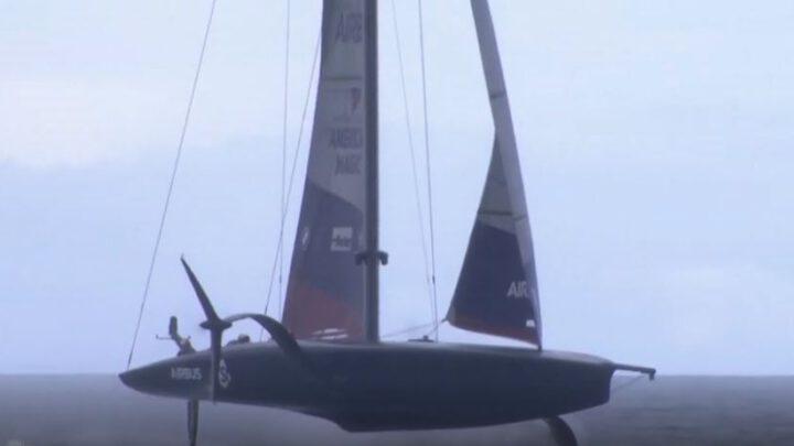 Яхта США взлетает видео.